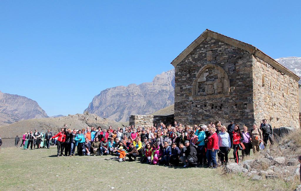Более 26 тыс. российских и зарубежных туристов побывали в горах Ингушетии в этом году ( Interfax-Russia.ru)